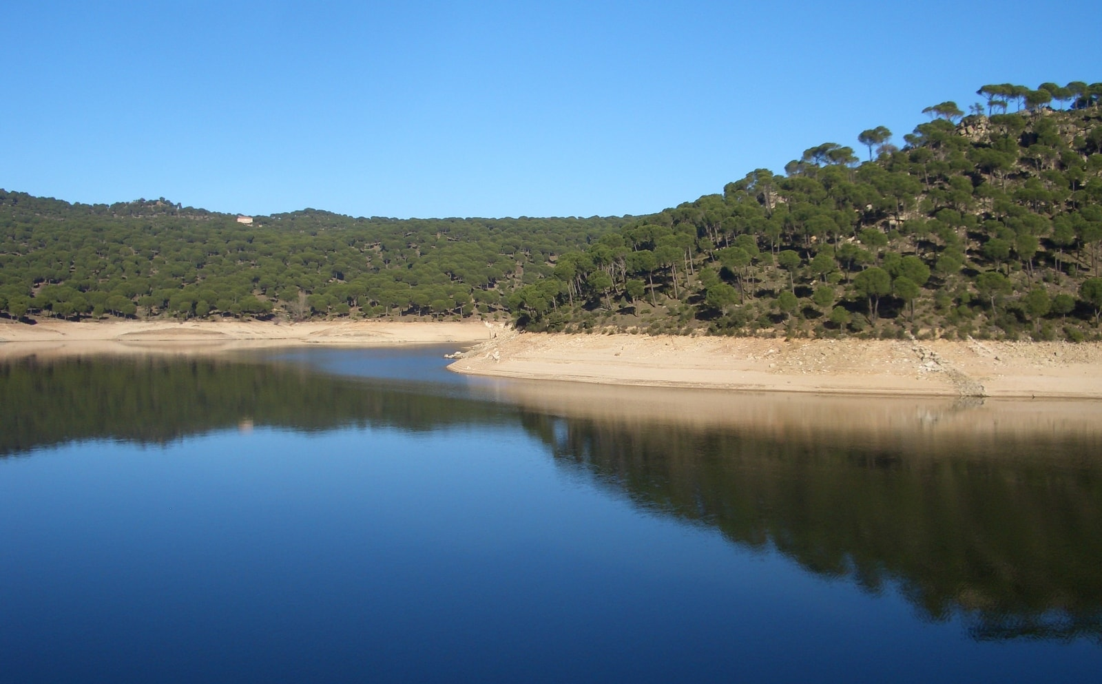 Madrid's beach san juan reservoir